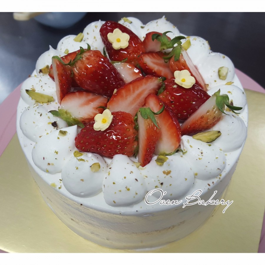 Whipped Cream Fluffy Sponge Cake And Loads Of Fresh Strawberries This Simple Yet Classic Strawberry Shortcake Is The Perfect For Any Birthday
