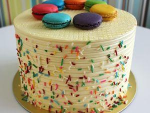 Round Rainbow Cake With Macarons